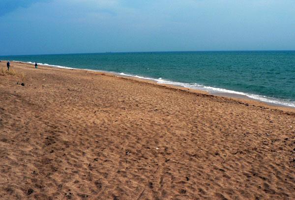Песчаный пляж в Героевке