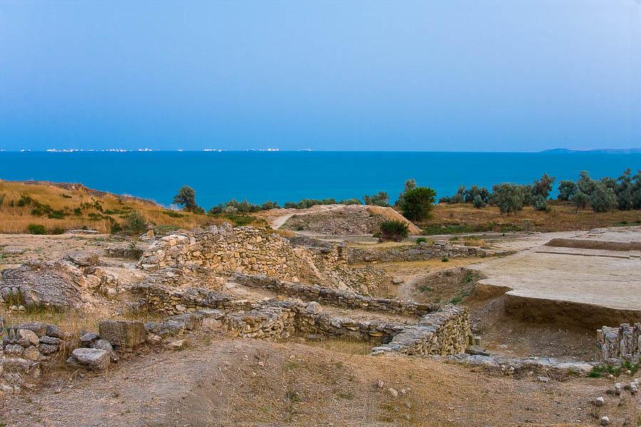 На раскопках античного городища Нимфей, фото