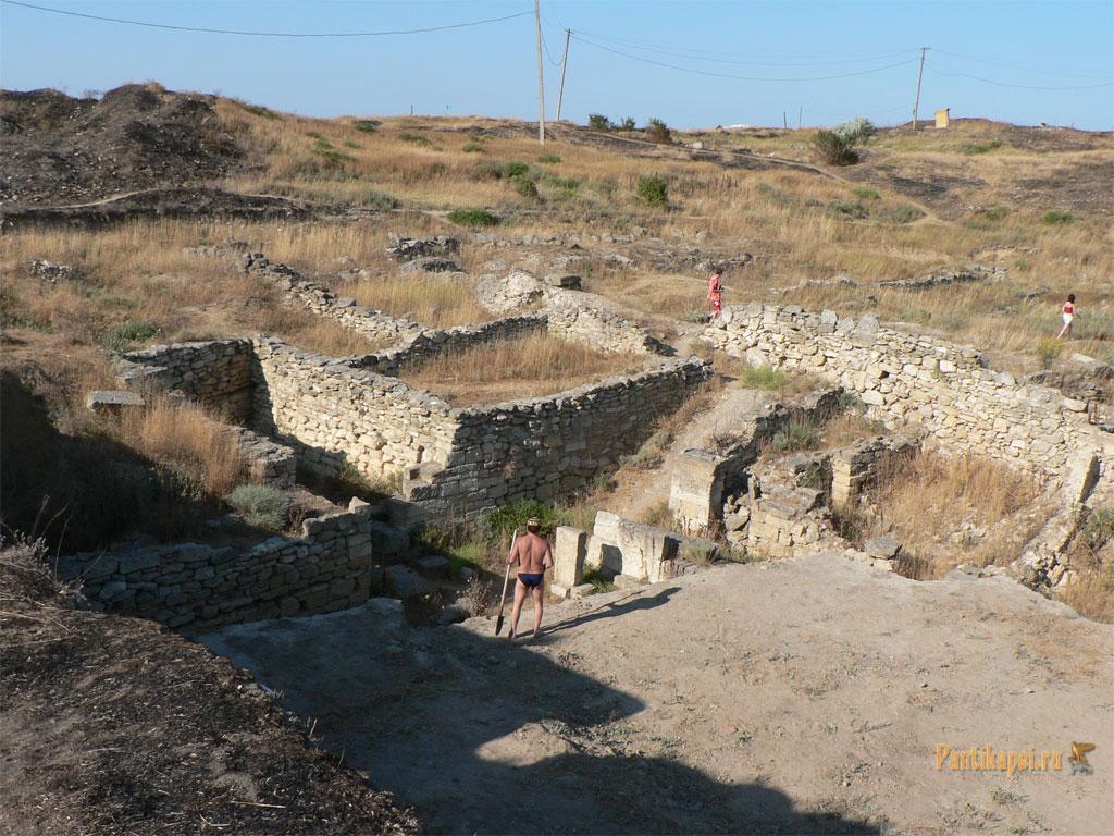 На раскопках Нимфея