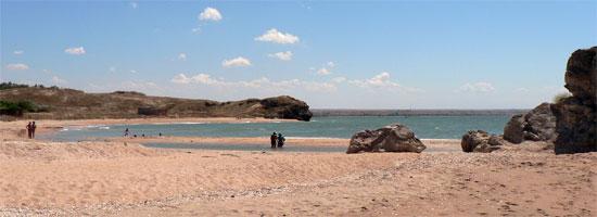 Песчаные пляжи у села Золотое