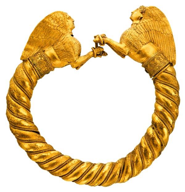 Браслет с протомами сфинксов. Курган Куль-Оба. IV в. до н. э.