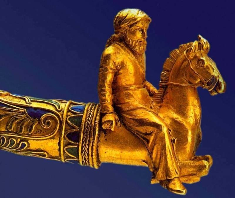 Гривна с фигурками скифов-всадников IV век до нашей эры.