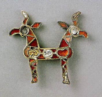 Накладка  в виде сдвоенных фигурок козлов