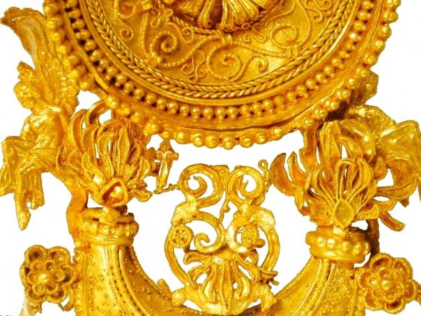 Непарная золотая серьга