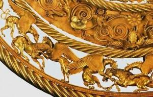 Фрагмент золотой пекторали скифов из кургана
