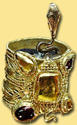 Золотой перстень из золотой кладовой