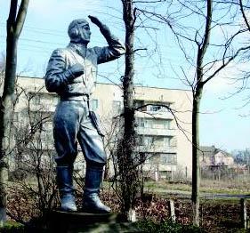 Багерово, памятник летчику