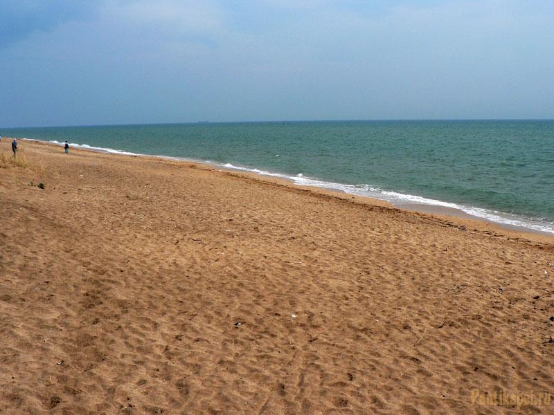 Песок чистый, море мелкое