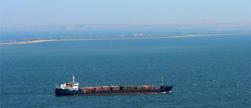 Вид через Керченский пролив на Тамань