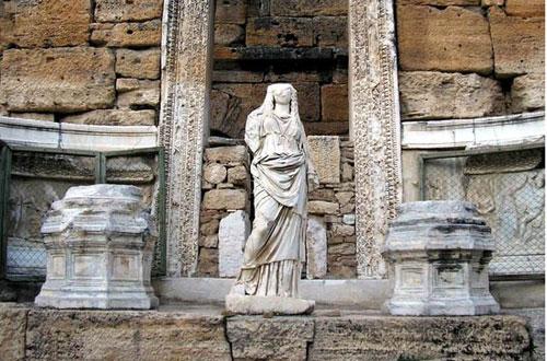 В амфитеатре Иераполиса