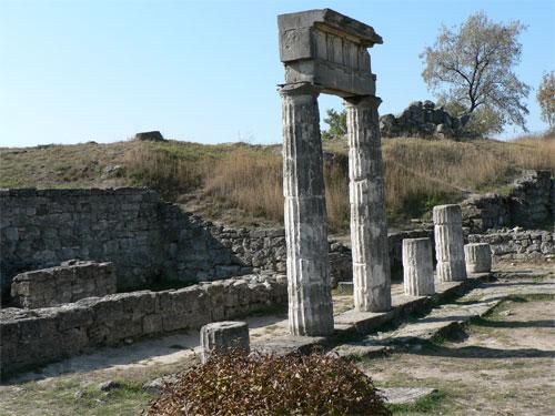 Остатки здания пританея на горе Митридат в Керчи