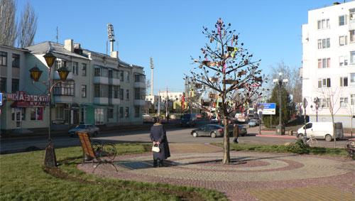 Дерево с именами Пантикапея в Керчи