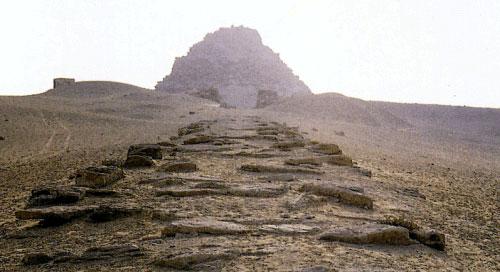 Дорога к пирамиде фараона Сахуры (III тыс. до н.э.)