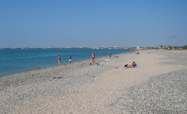 Пляж в Евпатории, ул. Симферопольская. Песок и галька
