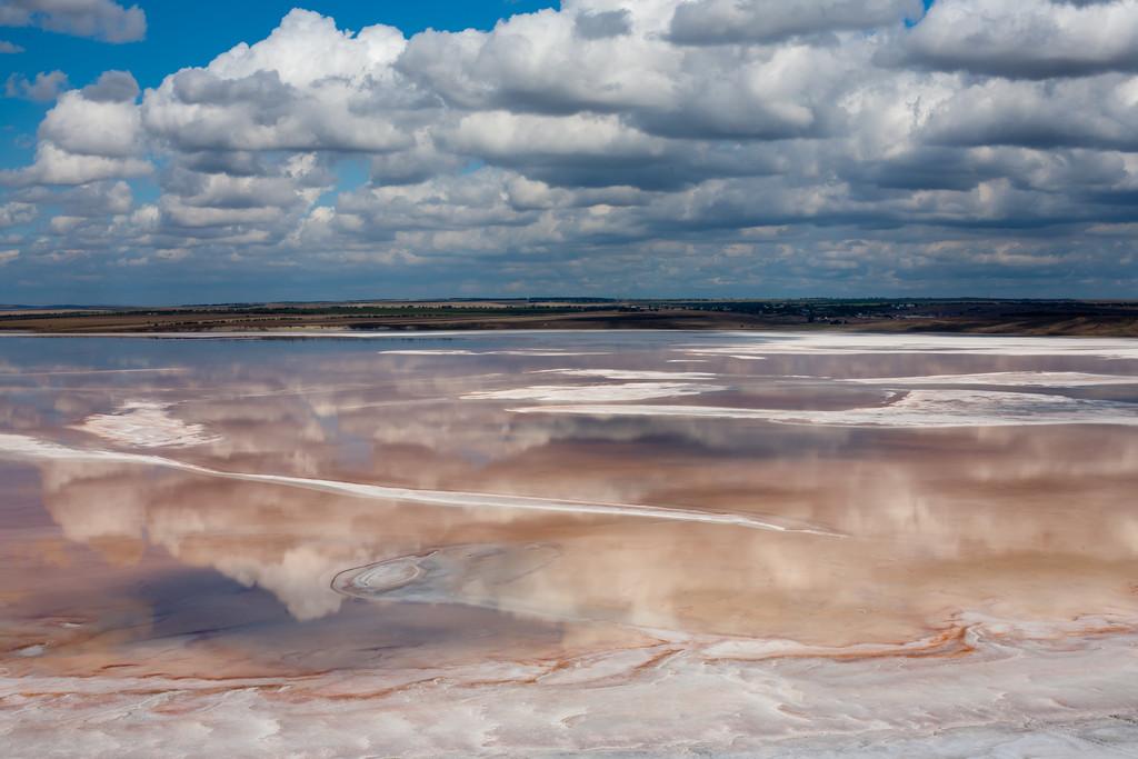 На дне озера Тобечик - множество грязевых вулканов
