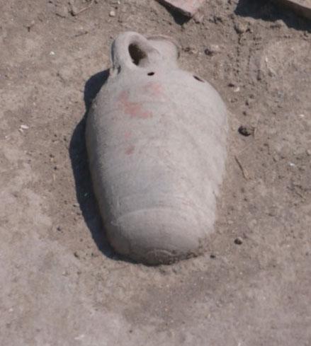 Амфора на раскопках Фанагории