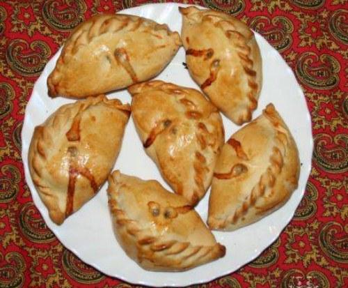 http://pantikapei.ru/wp-content/uploads/2012/04/karaimskie-pirojki.jpg