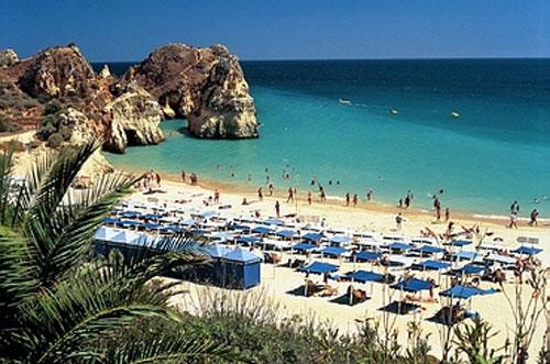 Пляж на курорте Алгарве, Португалия