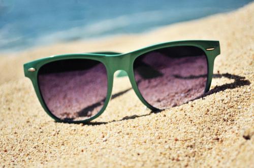 Солнцезащитные очки на курорте