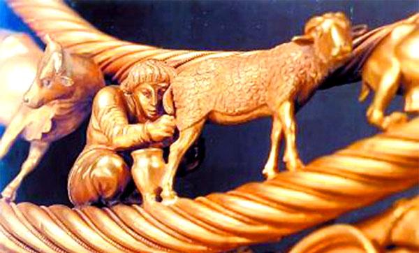 Фрагмент царской пекторали скифов, доит козу