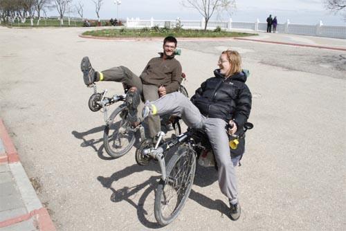 Французы на странных велосипедах в Керчи
