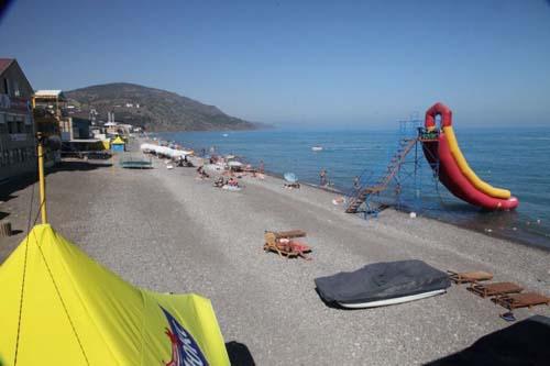 Пляж в пос. Рыбачье 1-ракушка