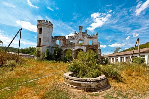 Замок Монжене в Крыму, пос. Пионерское