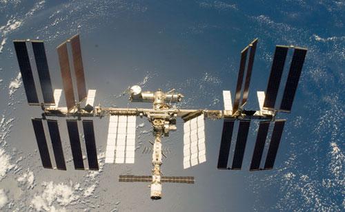 Космонавты Антон Шкаплеров и Анатолий Иванишин на борту Международной космической станции