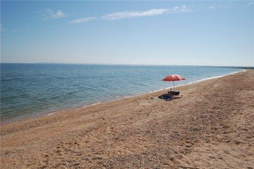 Пляж азовского моря, село Песочное, восточный Крым