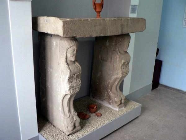 Китейский культовый стол