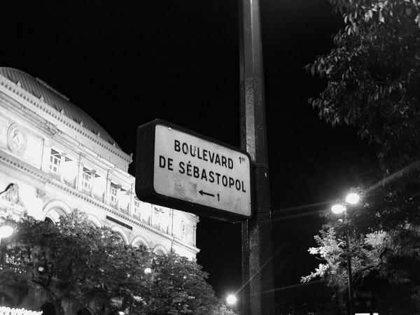 800px_Boulevard_Sebastopol_Paris_BW