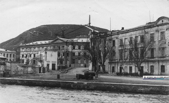 Южный фасад дома Домгера, строительство АзЧерНИРО, 1957 год, из собрания М. Голованова