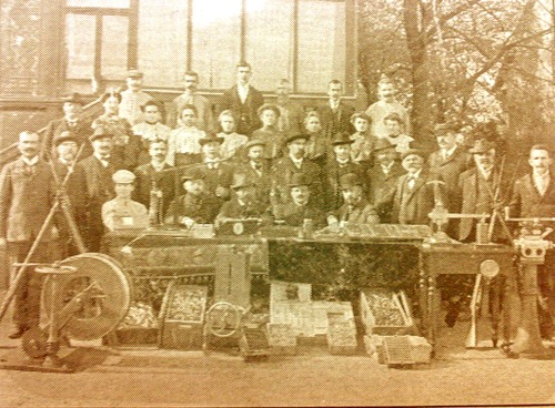 Management_and_employees_of_Lugansk_Cartridge_Works,_1912